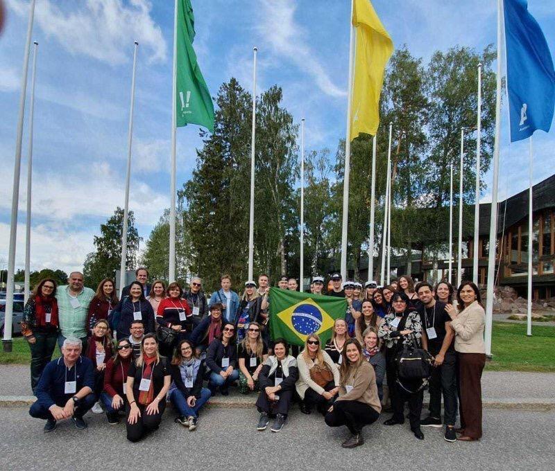 Sara Hughes participa do Curso Internacional de Gestão Escolar na Finlândia